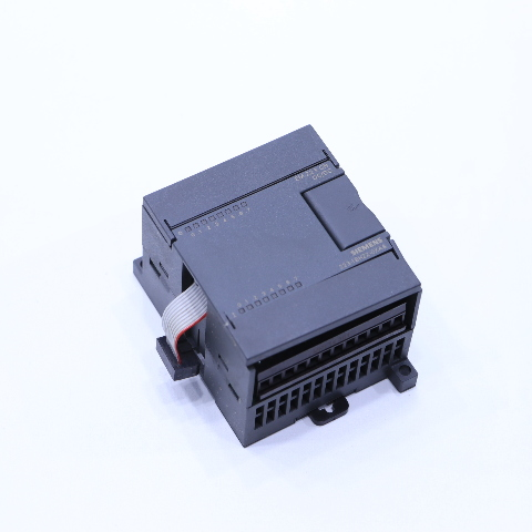 * SIEMENS 6ES7 223-1BH22-0XA8 I/O MODULE DIGITAL 8-INPUT 8-OUTPUT 24VDC