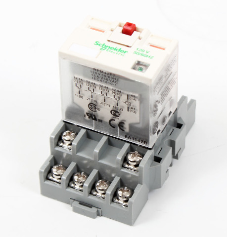 Schneider Electric 14-Pin 120V Relay, RPM42F7 w/ IDEC SH4B-05 Relay Socket