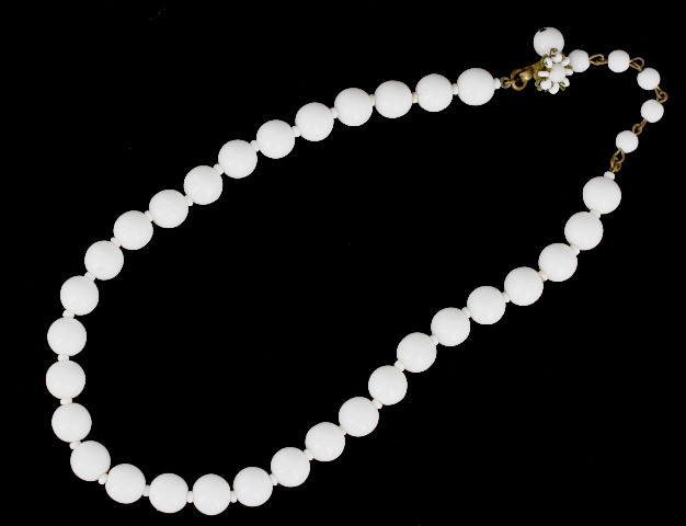 Vintage 10mm Round Glossy Milk Glass Jewelry SuppliesArt /& Crafting Supply Beads