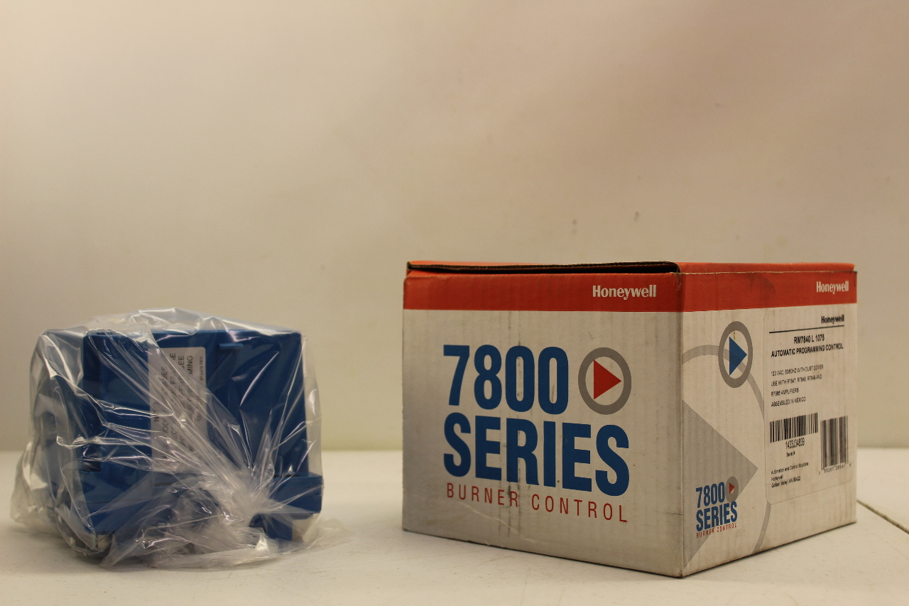 Honeywell RM7840 L 1075 Automatic Programing Control New In Box