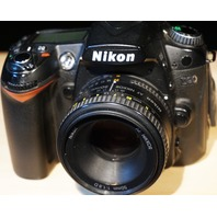 Nikon D90 DSLR 12.3MP Camera W/Lens Bag Trigger System Battery Charger