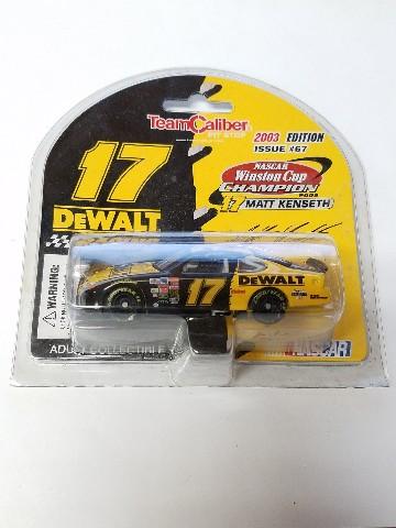 2003 Team Caliber Pit Stop 1:64 #17 Matt Kenseth/DeWalt Diecast NASCAR