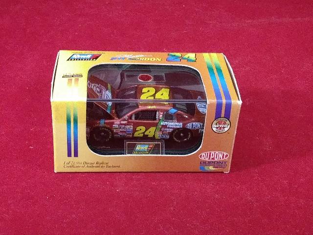 1998 Revell Collection 1:64 Jeff Gordon #24 DuPont Chromalusion /24984 NASCAR