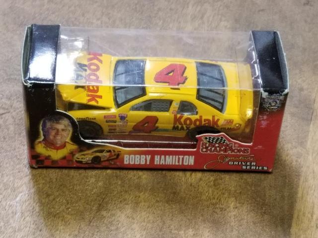 1998 Racing Champions Signature Series 1:64 #4 Bobby Hamilton/Kodak Diecast Car