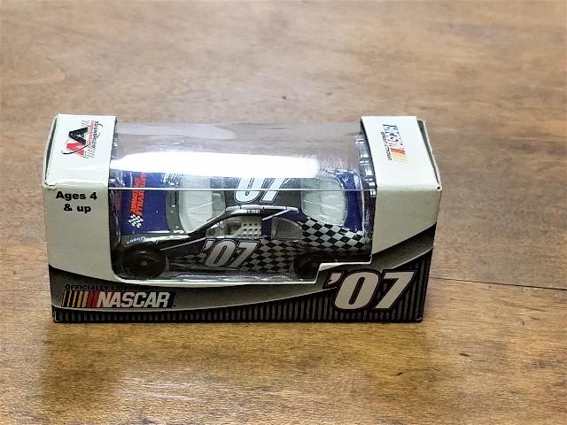 2007 Motorsports Authentics Martinsville Speedway 1:64 Monte Carlo Car