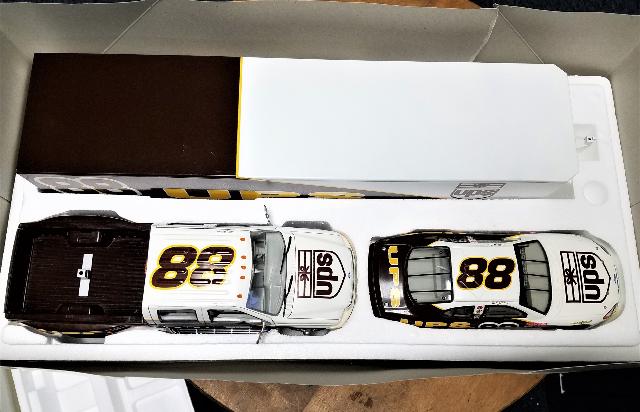 2001 Brookfield 1:24 Car, Crew Cab & Show Trailer #88 Dale Jarrett/UPS /1308