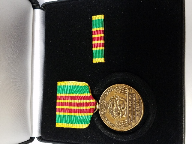 Vietnam Service Commemorative Medal Presentation Set