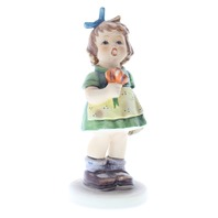 Goebel Hummel 431 The Surprise Special no 12 Edition TMK 8 porcelain Figurine