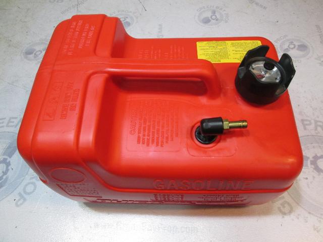 9729 Series Quicksilver Plastic Red Remote Portable Marine Gas Tank 3.2 Gallons