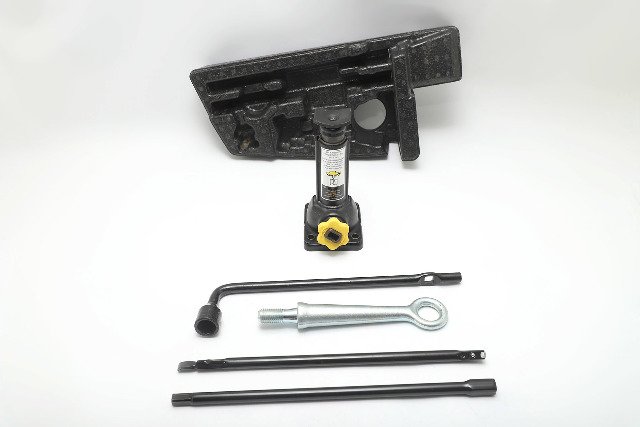 Honda Pilot Trunk Spare Tool Jack Wrench w/ Tools OEM 09-15 A933 2009, 2010, 2011, 2012, 2013, 2014, 2015