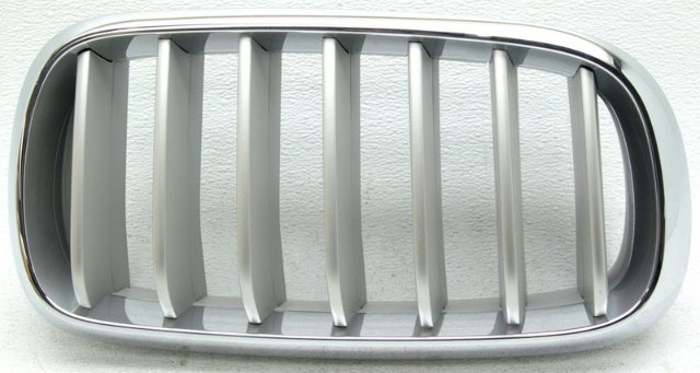 OEM BMW X5 Right Passenger Side Grille Tabs Missing Scratches 51117303108