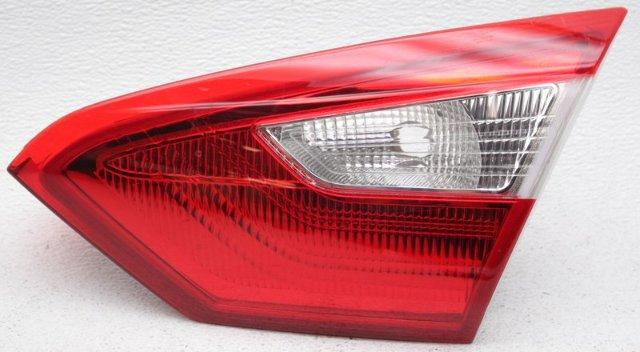 OEM Ford Focus Sedan Right Passenger Side Tail Lamp Lens Crack