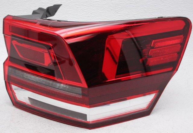 OEM Volkswagen Atlas Right Passenger Side Halogen Tail Lamp Lens Chip