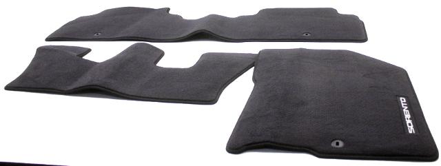 OEM Kia Sorento 3-Piece Black Carpet Floor Mat Set C6114-ADU00