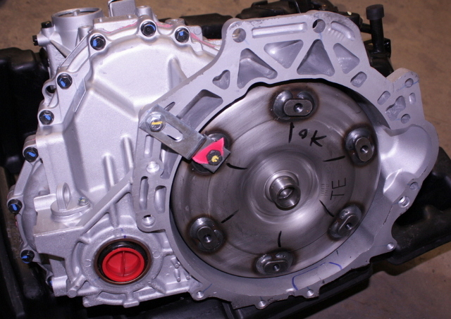 OEM Hyundai Santa Fe 5-Speed Automatic Transmission 00268-3A563 Bell Crack