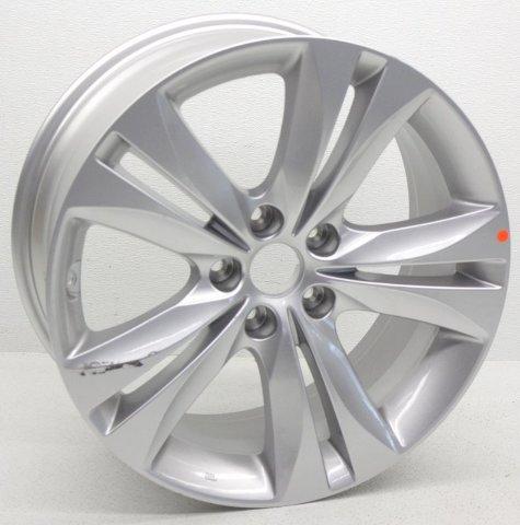 OEM Hyundai Genesis Coupe 18 inch Wheel Scratches 52910-2M030