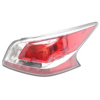 OEM Altima Outer Right Passenger Side LED Tail Lamp 26550-9HM2A Lens Chipped