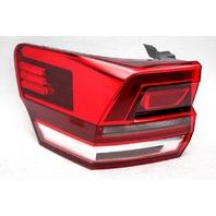 OEM Volkswagen Atlas Left Driver Side Halogen Tail Lamp Lens Chip