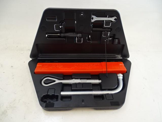07 Audi D3 A8 tool kit 4e0012123