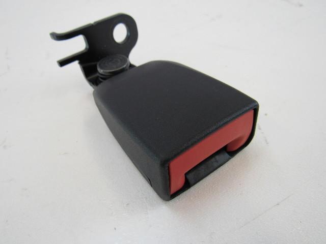 15-17 Porsche Macan seat belt buckle, left rear 95b857753 ylz