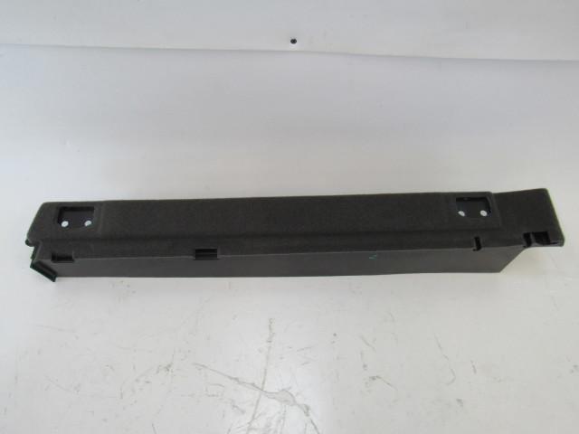15-17 Porsche Macan trim, filler panel, left rear 95b861827zp4
