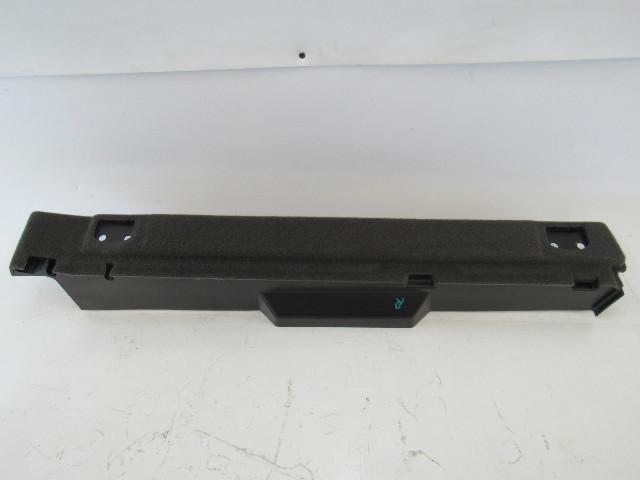 15-17 Porsche Macan trim, filler panel, right rear 95b861828zp4
