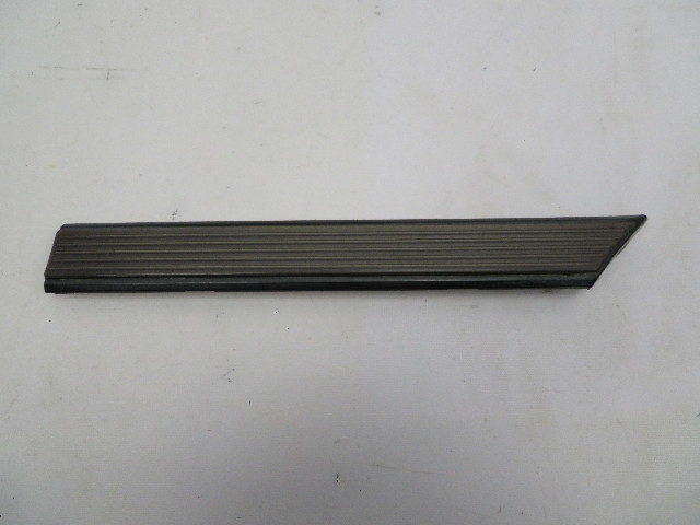 1986 Toyota Supra MK3 #1062 Exterior Right Front Fender Moulding Trim *R*