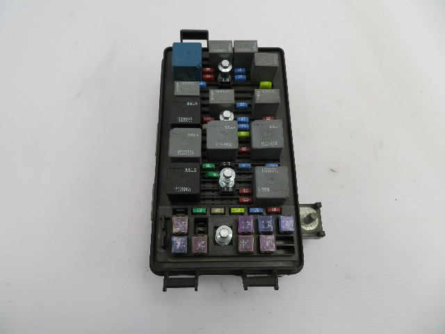 2004-2009 Cadillac XLR #1073 Engine Bay Relay Fuse Box Block OEM
