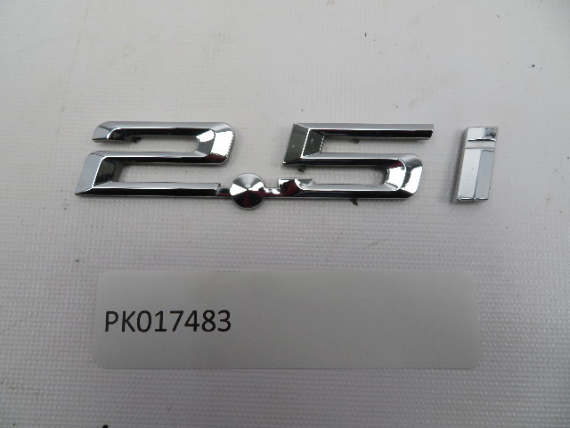 01 BMW Z3 Roadster E36 #1080 OEM Genuine 2.5i Trunk Emblem