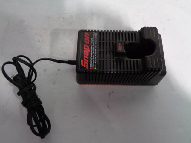 Snap On Cordless Tool 9.6-18V Battery Charger Model # CT318